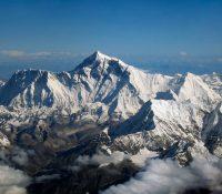 Peršŷm sľipc´om, kotrŷj vŷšov na Mont Everest, bŷv ameryc´kŷj alpinista