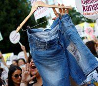 В Істанбулі протестовали жены
