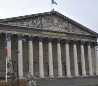 Чісло посланців французького парламенту бы ся мало понижыти