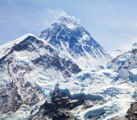 Trinaceťričnŷj chlopec jak najmolodšŷj vŷšov na Mont Everest