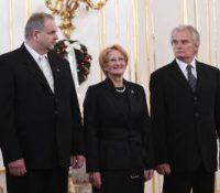 Презідент меновав уставных судцїв