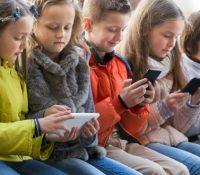 Заказ поужываня телефонів на французкых школах ся розшырить і на перервы