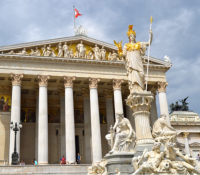 В Австрії схвалили повинность неґатівного тесту на події