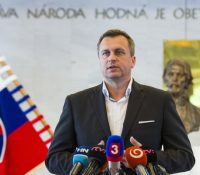 В Банскій Быстріці і в Братіславі ся одбыли мітінґы против крочаям Андрея Данка