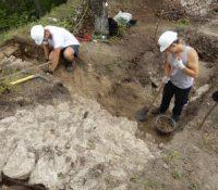 Проходить археолоґічна сондаж на Тібавскім градї