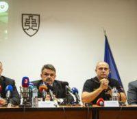 Устне поїднаваня з бывшым ґенералным прокуратором Доброславом Трнком было одложене  на 23-го юна