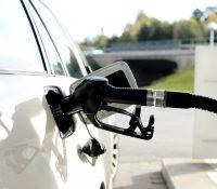 Найближшы дні ся будуть понижувати ціны бензіну і нафты.