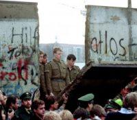 Німці собі припомянули 30. выроча вбитя  посліднього чоловіка, котрый попробував перейти через Берлінскый мур з НДР до Западного Берліна
