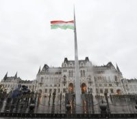 Мадярьска опозіція одмітать санкції за справаня посланцїв в парламентї