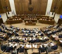 Посланцї зволили далшых кандідатів на уставных судцїв