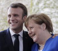 Меркелова і Макрон апелують на обновліня розговорів Сербія – Косово