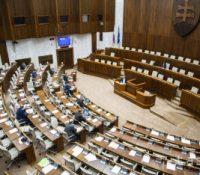 Кедь бы ся парламентны вольбы одбыли в юні, перемогла бы партія Smer-SD