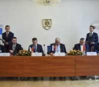 Была підписана декларація о сполочнім поступі при быдованю высокоріхлостной желізной дорогы меджі Будапещов, Братіславов, Прагов і Варшавов