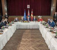 Вчера в Ганушівцях над Топльов днесь в Требішові засідать влада СР