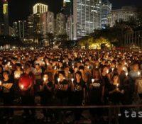 Одбыло ся 30-те выроча твердого засягнутя чіньскых безпечностных часті против демонштрантам на пекінґскім Намістю небеского покоя