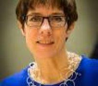 Аннеґрет Крампова-Карренбаверова ся стала новов міністерков обороны Німецька
