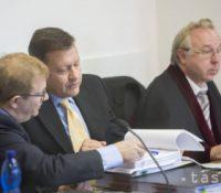 Продовжує засіданя Шпеціалізованого трестного суду в Пезінку в кавзі змінок