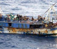 Лодька із 131 сірскыма міґрантами на палубі доплавала к Ціпру.