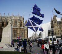 Шкотландія і Вейлс жадають одклад брексіту. Хотять референдум