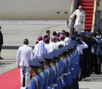 Папа Франціск на навщіві Японії і Тгайска