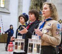 Словацькы скавты принесли бетлегемске світло до Катедралы святого Мартіна в Братіславі