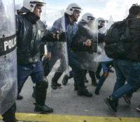 Ґрецька поліція поужыла слызотворный плін і оглушуючі ґранаты, абы одбила міґрантів