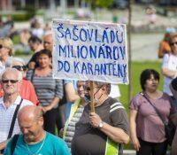 Перед урядом влады демонштровало до 200 людей проті владї Іґора Матовіча