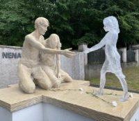 У Свіднику одкрыли памятник і гроб про ненароджены діти