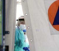 На наслідкы захворіня COVID-19 вмерло до вчерайшого дня 1 000 009 людей