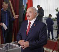 Лукашенко пожадав Путїна о вытворїня заложной поліцайной єдноткы