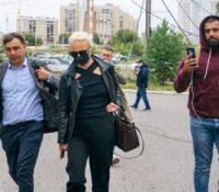 Транспорт опозичного політика Алехея Навального до іншого шпиталю неє  покы можный