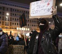 Польска поліція затримала людей на протестах за право на інтеррупцію