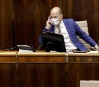 Депутаты продовжують в засіданю парламенту