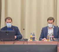 Іґор Матовіч переберать пілотне тестованя учнів на захворіня  COVID-19 до властных рук