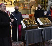 В левочскій базіліцї увели Біблії з дїлом Майстра Павла з Левочі