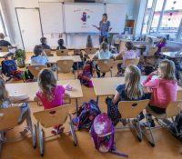 Днесь суть одкрыты школы про вшыткы діти першого ступіня