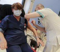Чехія зазначіла першу смертельну пригоду по поданю вакціны
