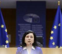 ЕК крітікує польскый закон о высыланю