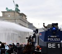 В Берлінї протестовали проти владным крокам тісячі людей