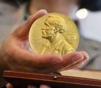 Лавреаты Нобеловых цїн сі діпломы і медайлы переберуть дома