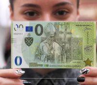 Навщіву папу Францiска в Кошіцях припоминать і памятна банковка