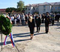Жертвы голокавсту сі презідентка припомянула в бывшім таборї в Середї
