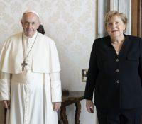 Меркелова ся стрїтила з папом Франціском і премєром Драґім
